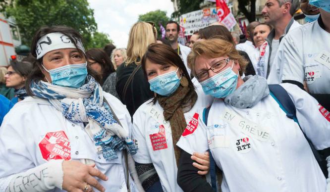 2048x1536-fit_des-infirmieres-en-greve-le-21-mai-2015