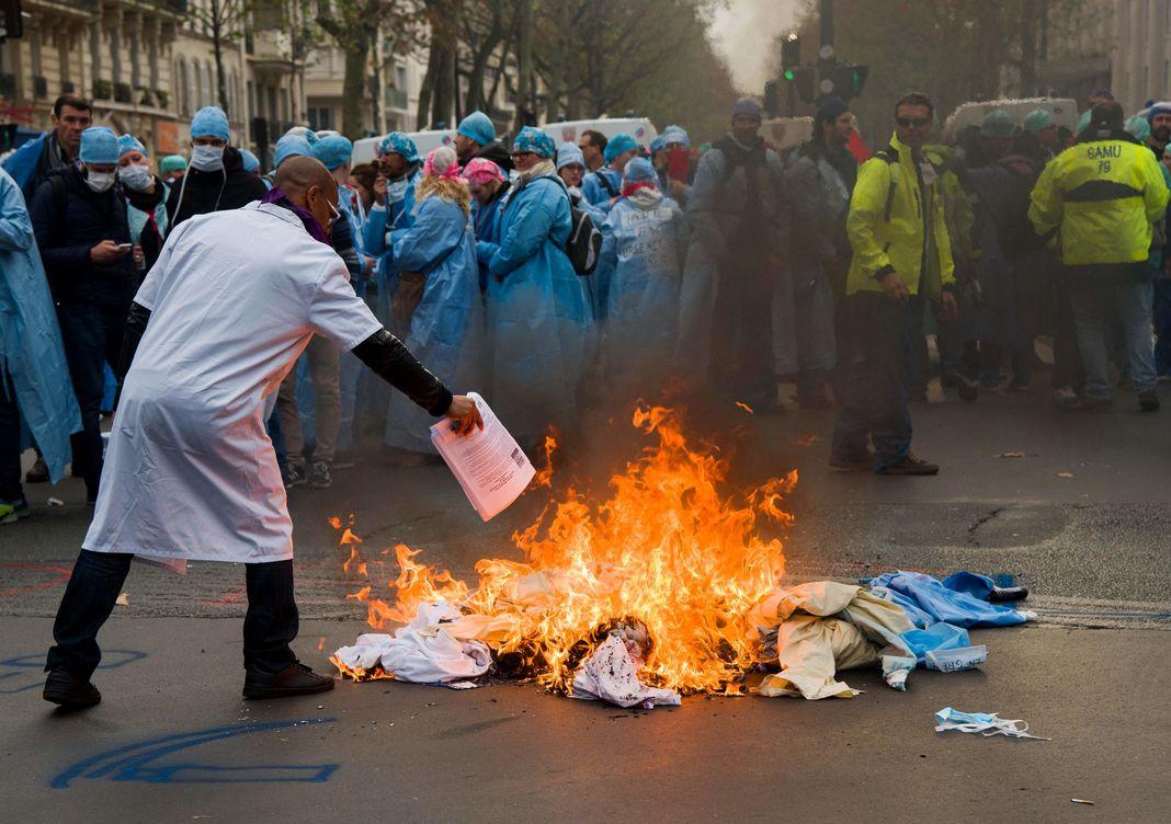 """""""IADE en colère"""" : la manifestation des infirmières anesthésistes !"""