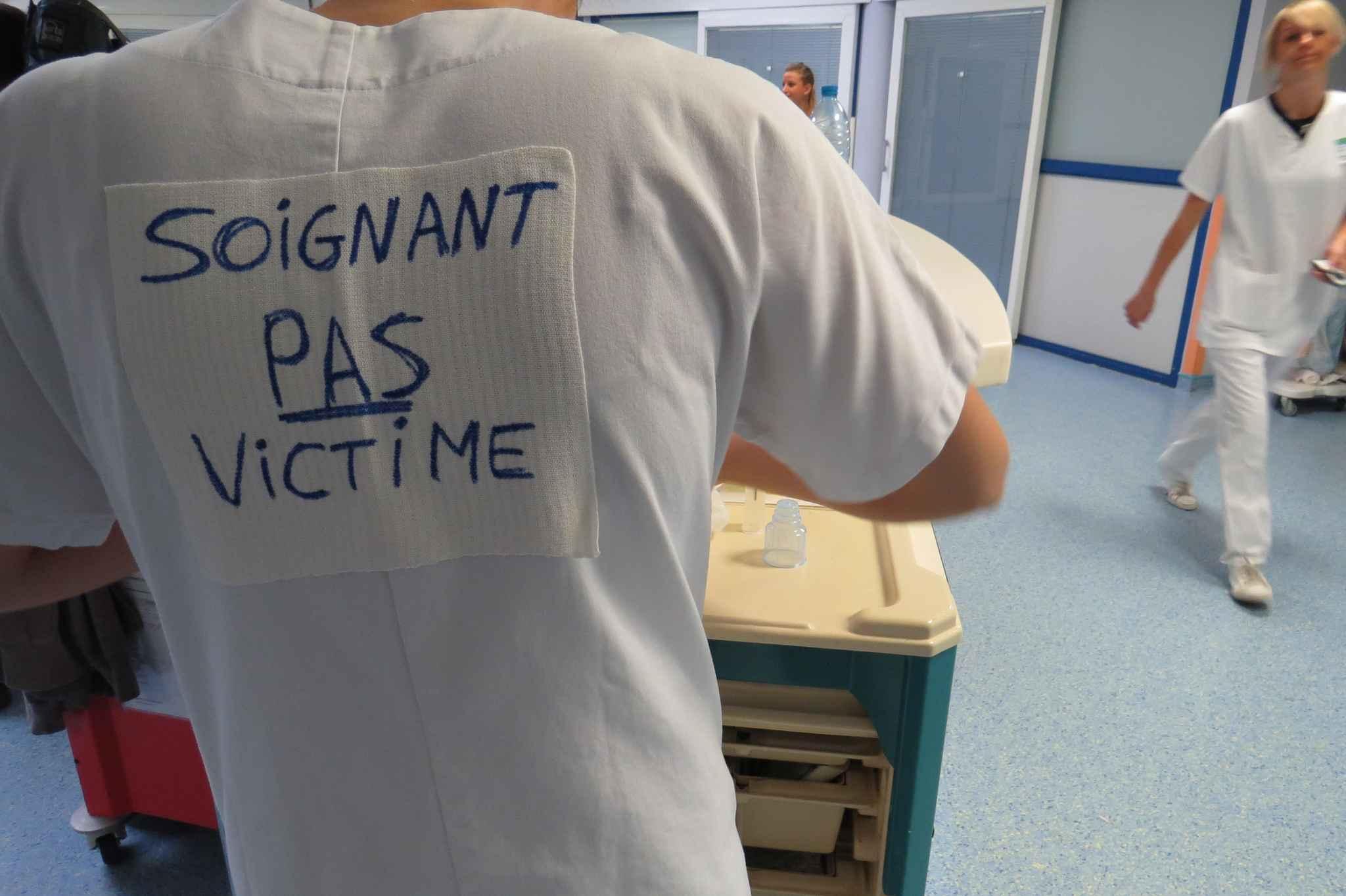 Trois infirmières se font asperger de gaz lacrymogène par une mère en colère !