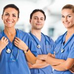 Ces cinq infirmières nous ont contactés pour vous demander de l'aide !
