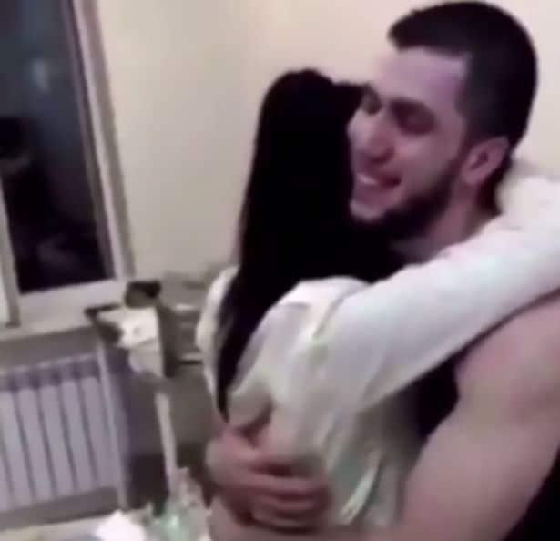 Un russe fait une demande de mariage atypique à sa copine infirmière