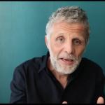 Humour Noir: Stéphane Guillon critique la gestion de la crise en France.